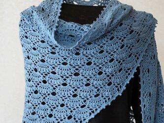 扇編みの台形ストール(インディゴ風ブルー)の画像