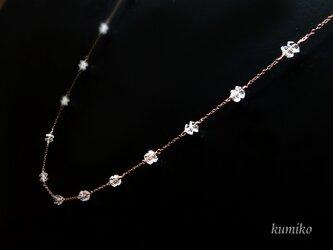 水晶(ボタンカット)のネックレスです(約81cm)の画像
