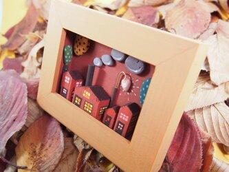 秋 のちっちゃな アート「 セピア色の町 」の画像