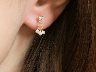 ラインストーンとパールの小さなイヤリング(樹脂製ノンホールピアス)の画像
