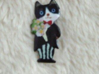 七宝ブローチ 花束を持った猫の画像