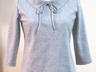 ショールカラーのリボン大好きTシャツA(グレイ色)の画像
