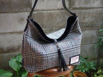 ワンハンドルのくったりバッグ(ハリスツイード:濃淡グレイチェック×赤ライン)の画像