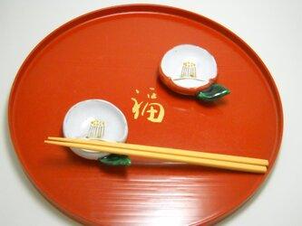 紅白椿豆皿 箸置きタイプの画像
