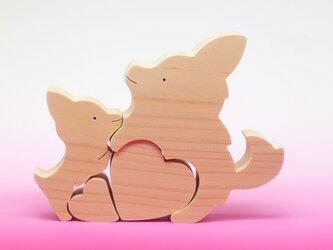 送料無料 木のおもちゃ 動物組み木 二匹のチワワと二つのハートの画像