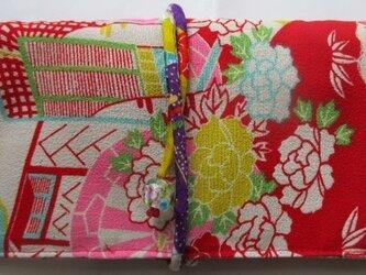 送料無料 花柄の錦紗縮緬の着物で作った和風財布・ポーチ2955の画像