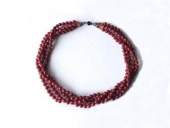 赤い4連ネックレス【受注制作】/アクリルビーズの画像