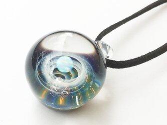 惑星&隕石の世界 #1 ホワイトオパール & 隕石入り ガラス ペンダント 宇宙の画像