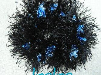ハワイアンヤーンのシュシュ メタリックラッシュ ブラックとループ ブルー系の画像