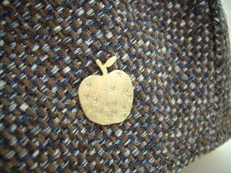 金のリンゴのピンブローチ 真鍮の画像
