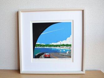 版画作品 湘南イラスト「トンネルを抜けて」 (鎌倉の海岸線とミニクーパーのイラスト)の画像