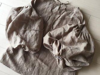 お袖ふわり(お袖丈28cm) たっぷりギャザーがうれしい 後ろリボンブラウスの画像