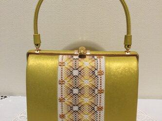 スウェーデン刺しゅうの金色ハンドバッグの画像