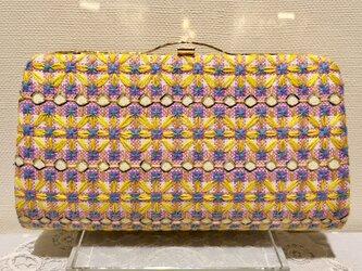 スイス刺しゅうの花柄クラッチバッグの画像