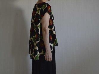 受注製作 選べるS~Lサイズ コットン100% 大きな花柄 ブラック 後ろタックヘムラインブラウスの画像