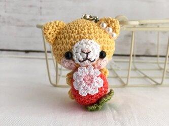 【受注生産】赤イチゴ・濃黄色ネコさん*鈴付きイヤホンジャックストラップの画像