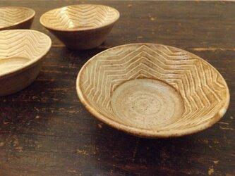 ベージュ小鉢(樹模様)の画像