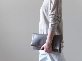 大人のシックな装いに - Clutch Bag - グレー - :カレン クオイルの画像