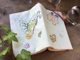 【SALE】ビーズ刺繍ブックカバー「蝶々」(文庫本用)の画像