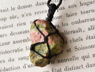 ユナカイト 原石 マクラメ編みペンダントネックレス from South Africaの画像