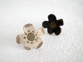 お花ブローチの画像