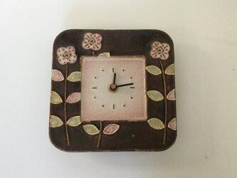 スクエア 掛け時計 花(茶×白)の画像