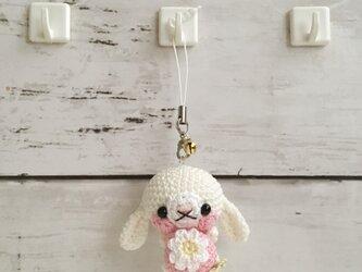 【受注生産】ピンクイチゴ・白色垂れ耳うさぎ(ロップイヤー)*鈴付きイヤホンジャックストラップの画像