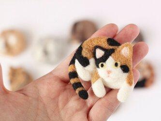 まるまる羊毛ブローチ 三毛猫【受注制作】の画像