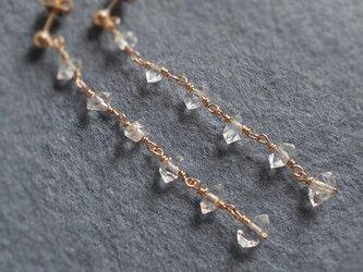 〈14kgf〉ハーキマーダイヤモンドのロングピアスの画像