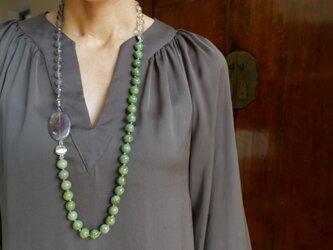 【再販】アイドクレイス、水晶、グレーアゲート、パープルカルセドニーのカラーブロックネックレスの画像