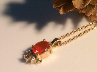 ファイヤーカラーオパールとダイヤモンドのgoldネックレスの画像
