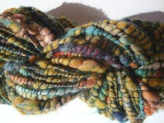 シックな色合いのツイスト糸の画像