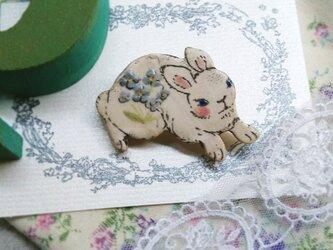 薄紫色のお花ウサギちゃん 跳ねるの画像