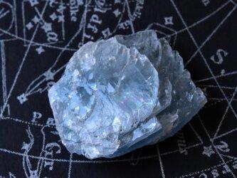 ブルーバライト モロッコ産 21.8g/鉱物・結晶原石の画像