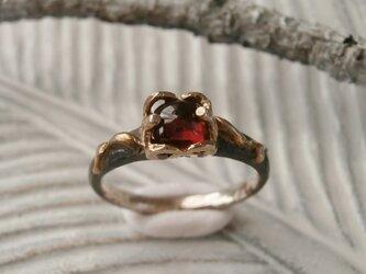 ガーネットのリングの画像