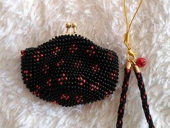 ビーズ編みがま口財布 小花柄 黒色の画像