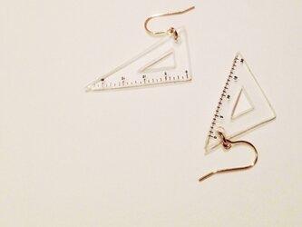 「さんすう」三角定規形ピアス・イヤリングの画像