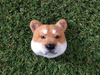 芝犬ブローチの画像