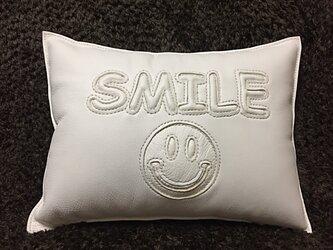 本革ぷっくりクッション「 SMILE & ☺︎/white」の画像