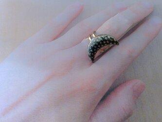 二色三日月金彩七宝指輪の画像