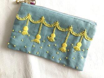 シャンデリア刺繍のカードポーチ(みずいろ)の画像