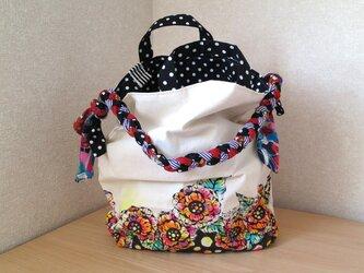 帆布 手描きの三つ編み大き目バッグ(花柄×ドット)の画像