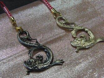 真鍮製しゃちほこ型 根付ストラップ1個 着物や浴衣の帯飾りに/燻し・生地仕上げ選択の画像