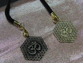 真鍮製梵字調 根付ストラップ1個 着物や浴衣の帯飾りに/燻し・生地仕上げ選択の画像