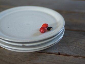 陶器のケーキ皿(白)の画像