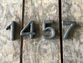 黒 数字 1 4 5 7 箸置き 表札 パーツの画像
