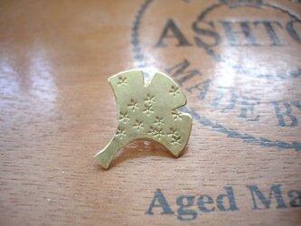 金のイチョウのピンブローチ 秋 真鍮の画像