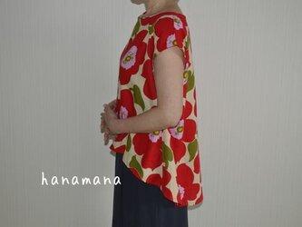 サイズS~Lサイズ対応 受注製作 コットン100% 大きな花柄 赤 後ろタックヘムラインブラウスの画像