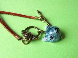 青い猫のネックレスの画像