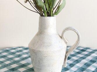nacchico#020/ツヤツヤテカテカ光沢があります*大きめの持ち手がついた白い花器・花びん・フラワーベースの画像